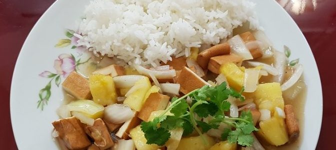 Plat wok Tofu à l'ananas avec riz